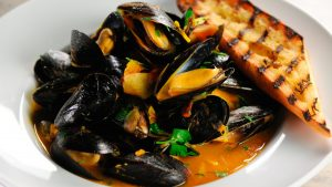 Mussels in White Wine Sauce with Garlic Bread on the Side